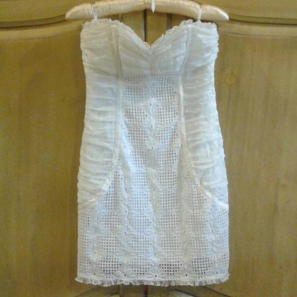 bebe Dresses & Skirts - Bebe sweetheart neckline mini white lace dress